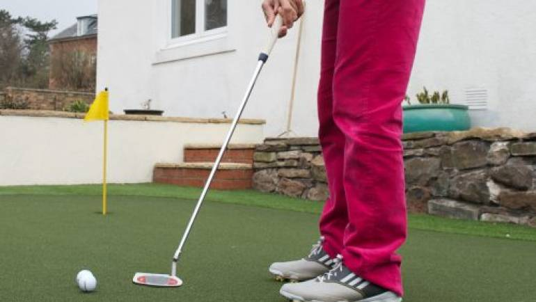 Former British Number One Installs Huxley Golf Putting Green